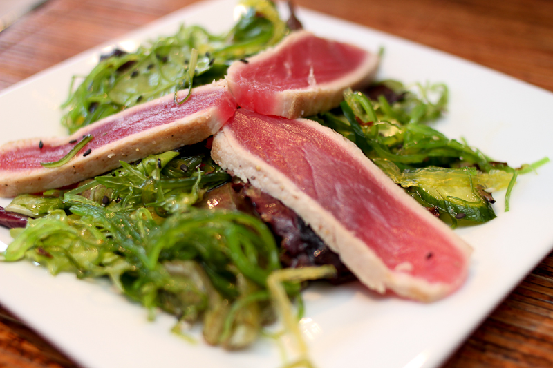 Seared ahi tuna with seaweed salad | Foodyear.net
