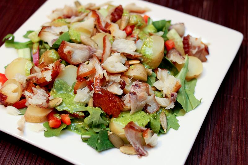 Салат с трески горячего копчения
